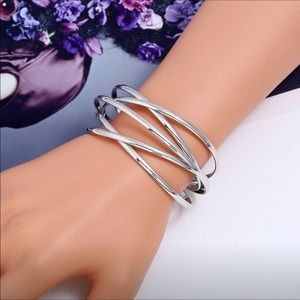 Jewelry - 18k white gold bracelet (plated alloy)